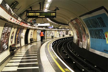 metro orientarse tuneles londres senales destinos vias anden tren