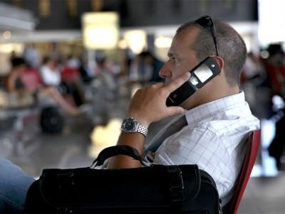 telefono-movil-informacion-policia-aeropuerto-reino-unido-control