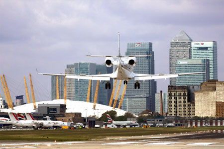 aterrizar aeropuerto london city londres vistas