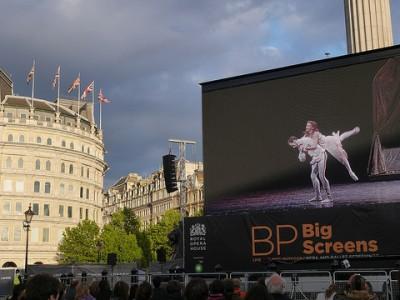 bp-big-screens-trafalgar-london-free-gratis-opera