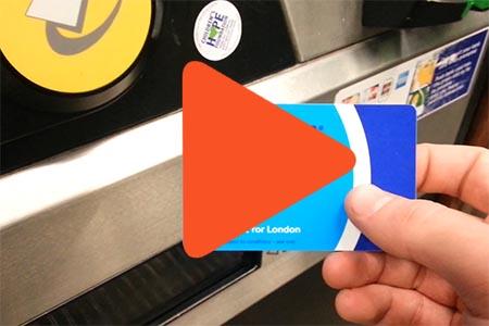 devolver tarjeta oyster card londres video